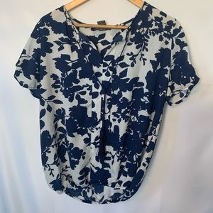 Chelsea and Theodore blue floral top w tassels M